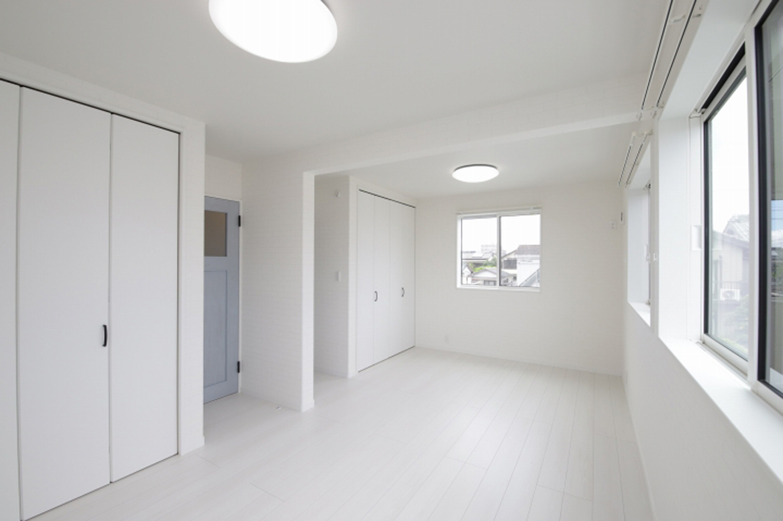 遠鉄ホーム【デザイン住宅、収納力、間取り】2階の居室は続き間になっており、子供の成長に合わせて2部屋に区切ることができる