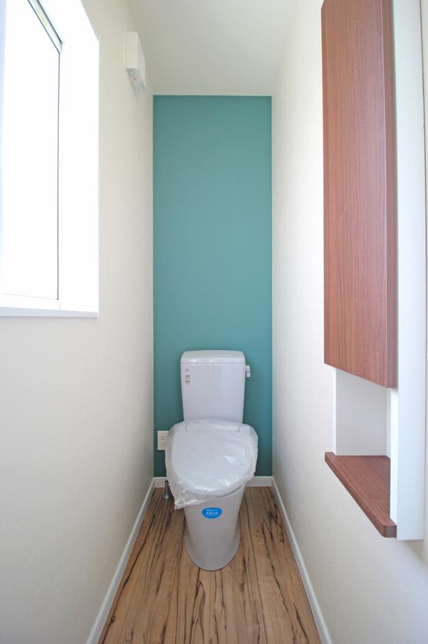 遠鉄ホーム【デザイン住宅、間取り、インテリア】トイレも、家の雰囲気に合ったデザイン。お客さまにも自慢できる空間となっている