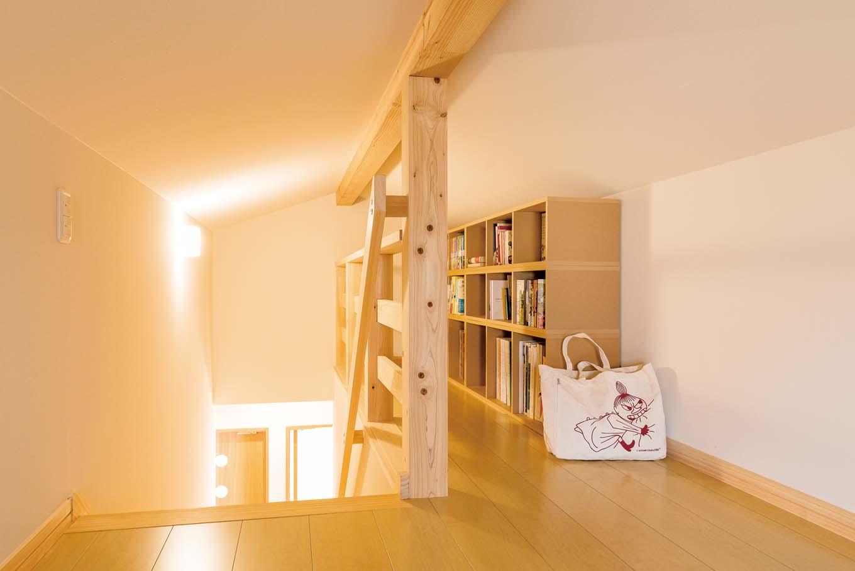 福工房【子育て、自然素材、間取り】小屋裏は固定階段を採用