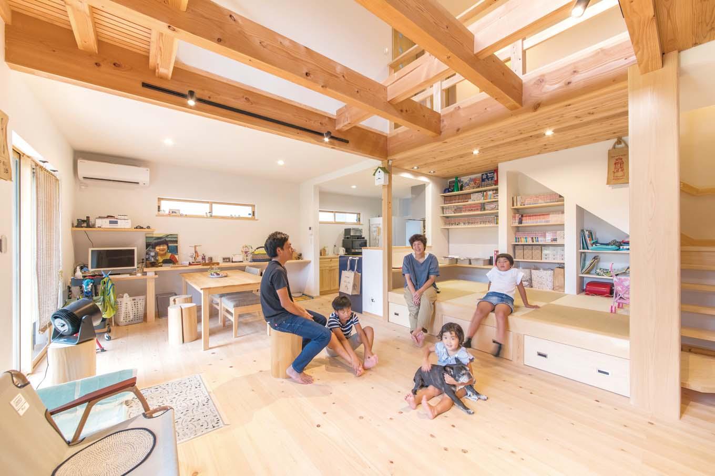 福工房【デザイン住宅、子育て、自然素材】無垢床が心地いい木の香りがするLDK。展示場のイメージをそのまま再現した