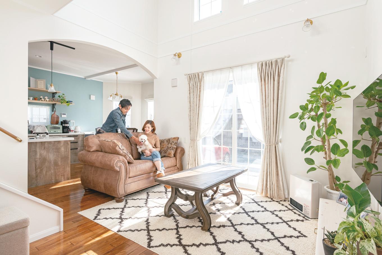 セルコホーム浜松(オバタケイ)【デザイン住宅、輸入住宅、ペット】重厚感のあるアシュレイ社のソファがマッチするリビング