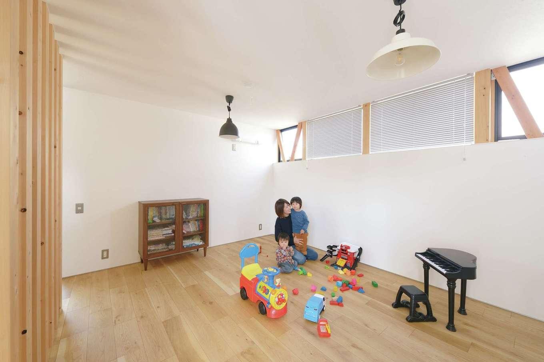 MABUCHI【デザイン住宅、狭小住宅、間取り】2階の子ども部屋。廊下との仕切りは柱のみ