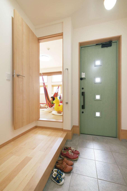 四季彩ひだまり工房 高田工務店【デザイン住宅、子育て、間取り】玄関から直接入れる和室は客間にも便利だ
