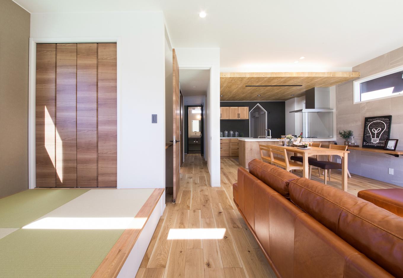 静鉄ホームズ【インテリア、デザイン住宅、間取り】畳コーナーは小上がりに。ちょっと腰掛けるのにも便利。