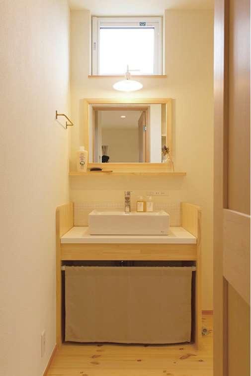 食器棚や洗面台などは『カーサ』デザインの造作家具。家の世界観にぴったり