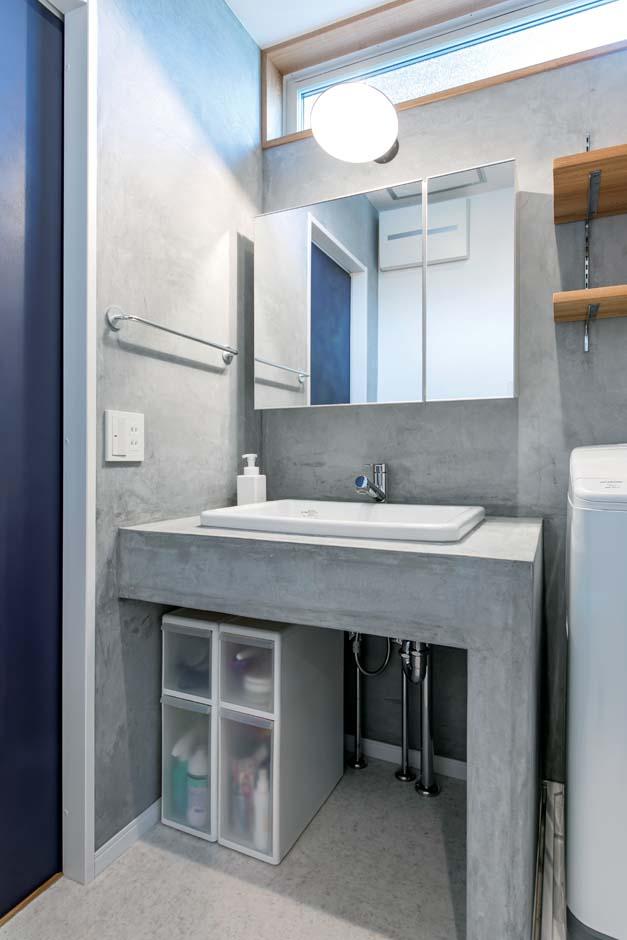 仲田工務店【デザイン住宅、子育て、間取り】モルタルで造作した洗面台。水はねを気にしなくてすみ、ざっくりした感じがカッコいい