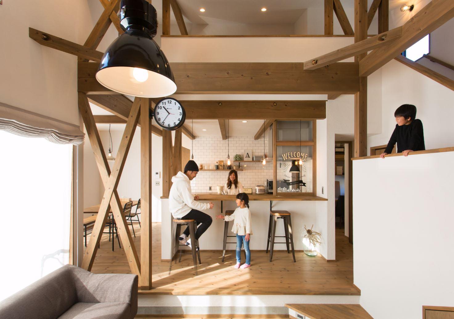 中2階のロフトは子どもたちの憩いのスペース。将来的には、勉強用のカウンターテーブルを設計できる余裕を確保した