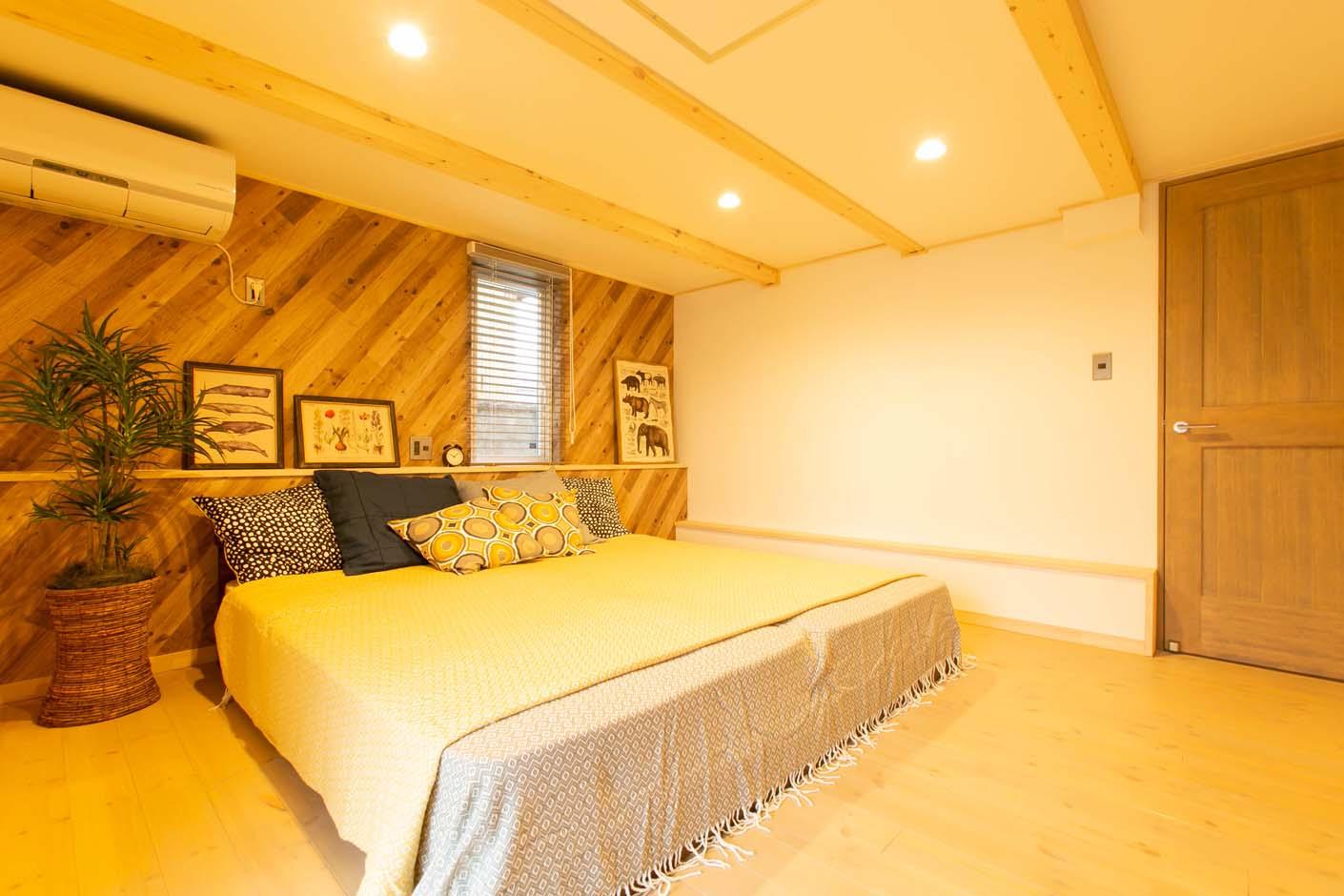 BinO志太・榛原 マルジン総建【焼津市祢宜島407-9・モデルハウス】0.5階にある主寝室。一日の疲れを癒す場所として。クローゼットも付いているのでたくさんの洋服をしまうことも可能