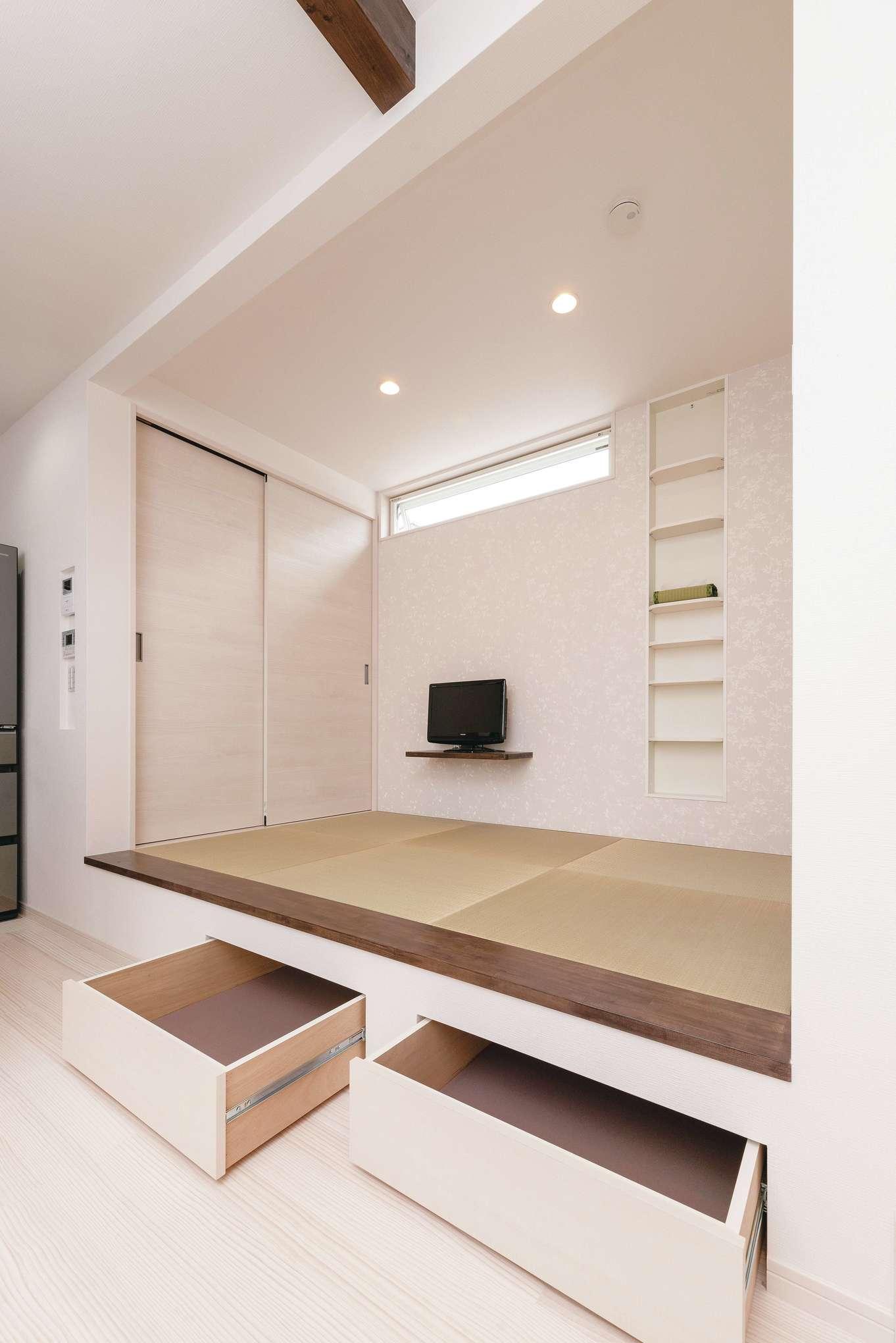 R+house沼津・伊東(HOUSE PLAN)【子育て、収納力、間取り】リビングの小上がりの下部は収納になっている