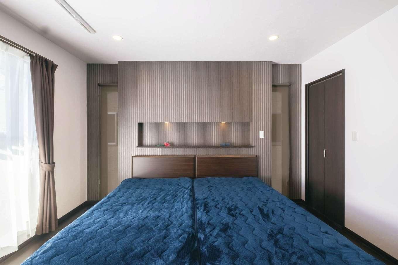アフターホーム【デザイン住宅、間取り、インテリア】寝室にも造作ボードを。シックなダークブラウンで落ち着ける雰囲気に