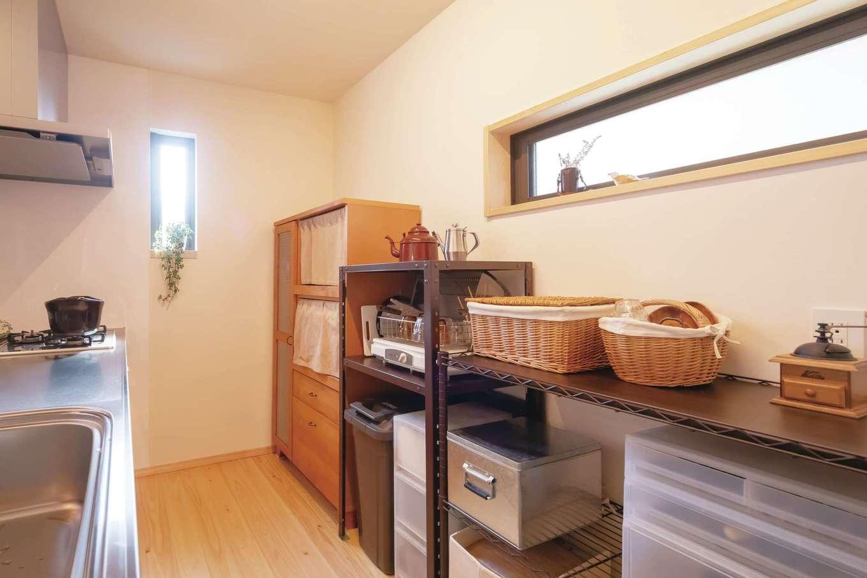 フジモクの家(富士木材)【子育て、自然素材、間取り】経年美のある手持ちの家具でコーディネートしたキッチン