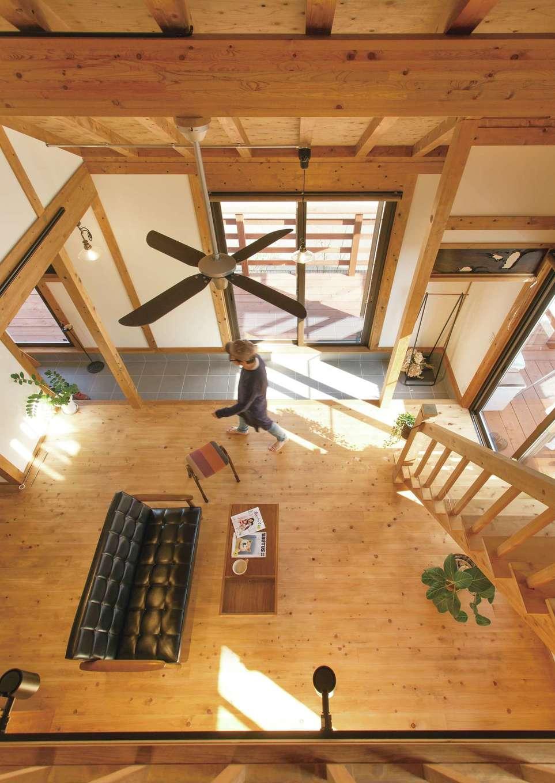 サイエンスホーム【デザイン住宅、自然素材、平屋】ロフトからの眺め。土間は将来、柴犬が走り回る想定