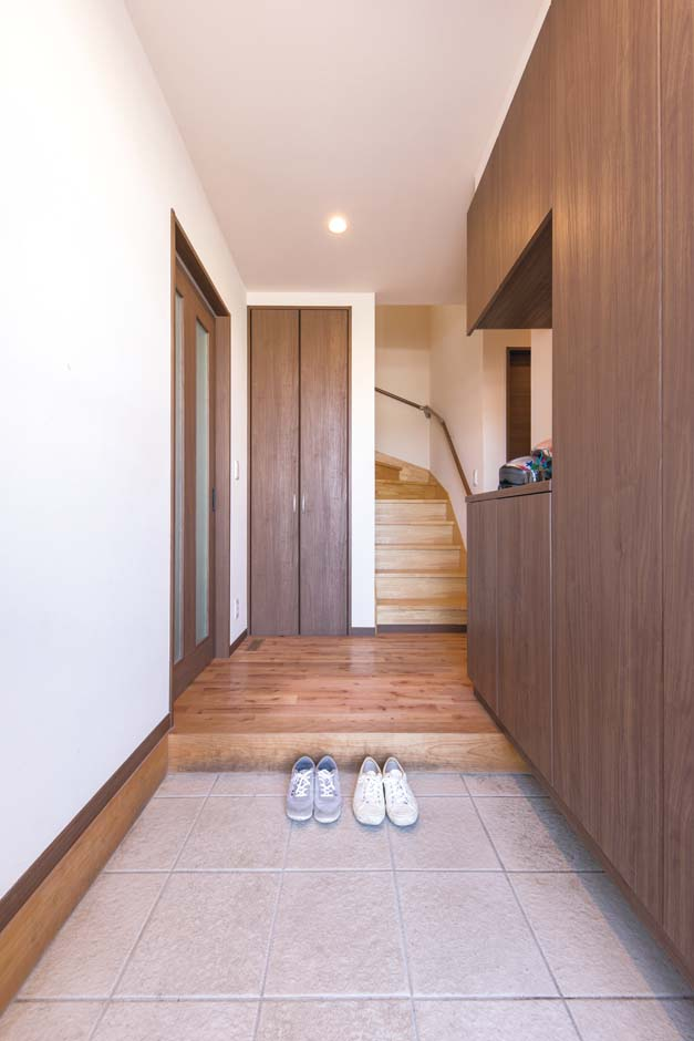 たっぷり&機能的な収納が、玄関のスッキリに貢献