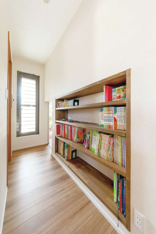 甲静ハウジング【子育て、収納力、間取り】最終段階で追加してもらった本棚は、作って良かったと実感