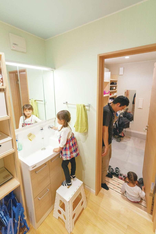 土間収納から直接洗面脱衣所に。子どもたちも帰宅後の手洗い習慣が身に付いている