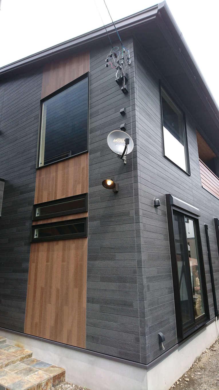 TDホーム静岡西 ウエストンホームズ【デザイン住宅、自然素材、間取り】ご主人自慢の外観デザインは、外壁に黒いタイル調のサイディングを使い、どのアングルから見ても美しく、気品に満ちた仕上がりに