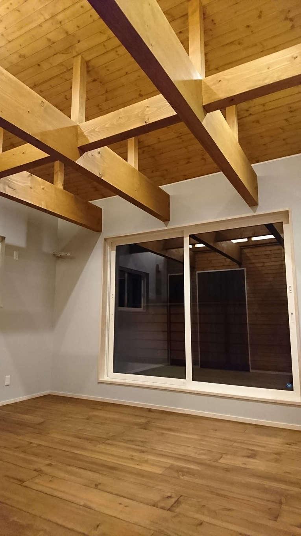 TDホーム静岡西 ウエストンホームズ【デザイン住宅、自然素材、間取り】季節や時間ごとに日当たりのシミュレーションを行い、窓の位置や大きさを決めた。呼吸する自然素材と高気密・高断熱性能により、夏はサラッと涼しく、冬は潤いのある暖かい住空間を実現