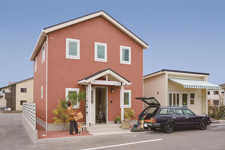 suzukuri 浜松店【浜松市西区志都呂2-25-3・モデルハウス】サイズ・デザイン・価格のすべてがちょうどいい「Hutto」は、海外の街並みで見かけるようなシンプルで飽きのこない外観が特徴。東証一部上場企業『ナック』のグループ会社で、約20,000棟の注文住宅実績を持つ『suzukuri』ならではのノウハウとスケールメリットにより、子育て世代でも無理なく手が届くコストパフォーマンスを実現している