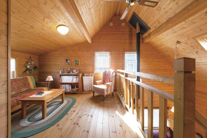 BESS浜松【浜松市西区志都呂1-22-19・モデルハウス】リビング階段を上ると、2階ロフトスペースが広がる。まるでツリーハウスのような隠れ家感、開放感が共存する居心地のいいスペースだ