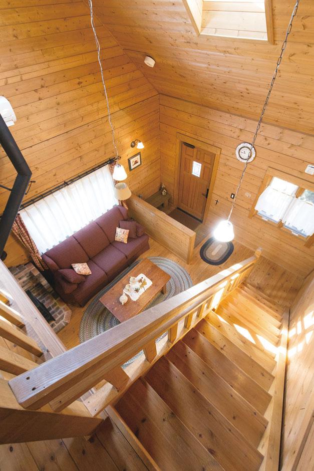 BESS浜松【浜松市西区志都呂1-22-19・モデルハウス】吹き抜けを通して1階と2階が一体化し、薪ストーブ一台で家中が快適に。いつでも家族の声が届くのが嬉しい