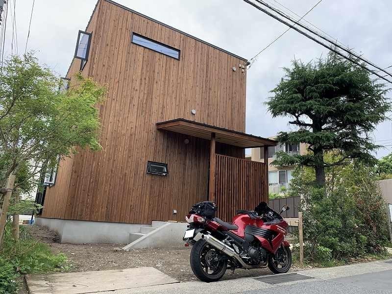 弊社担当もバイクで出来立てホヤホヤのスケルトンハウスを見てきました!