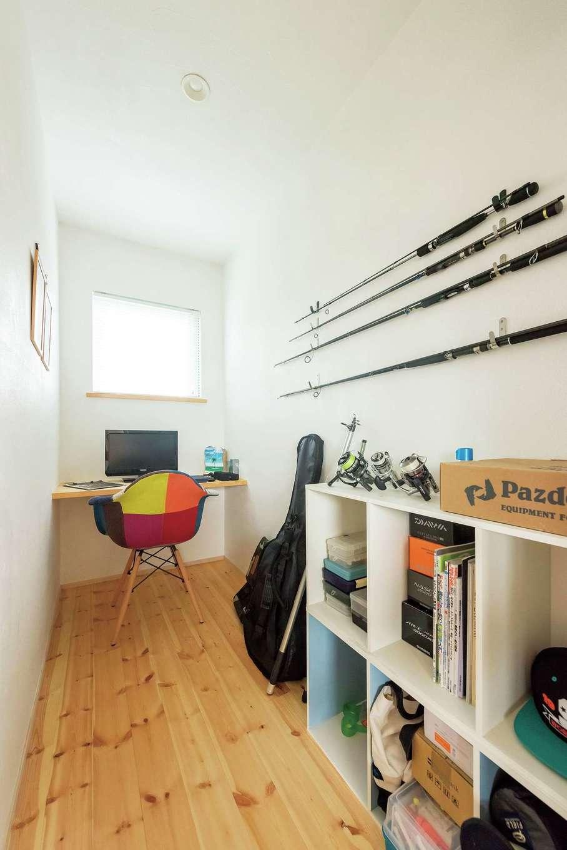 アトラス建設【デザイン住宅、自然素材、間取り】ご主人の書斎。スペースとしては2畳だが、広さ以上の満足感で満たされる