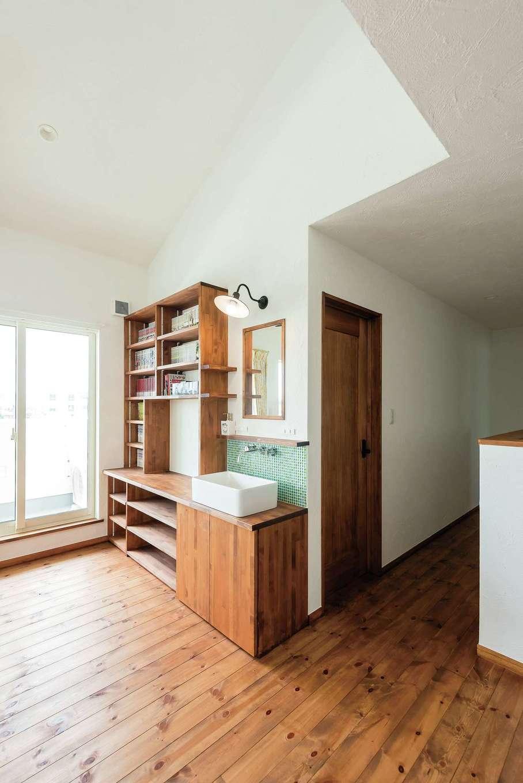 アトラス建設【デザイン住宅、子育て、趣味】2階フリースペースにはミニ洗面台も