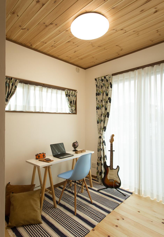 創住環【収納力、自然素材、省エネ】1階には約4畳の書斎を用意「ここに籠る時間が楽しみ」とご主人