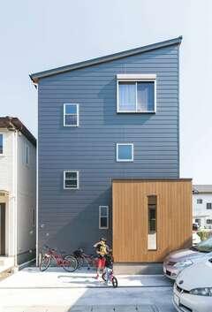 仲良し5人家族が快適に暮らす都市型3階建て