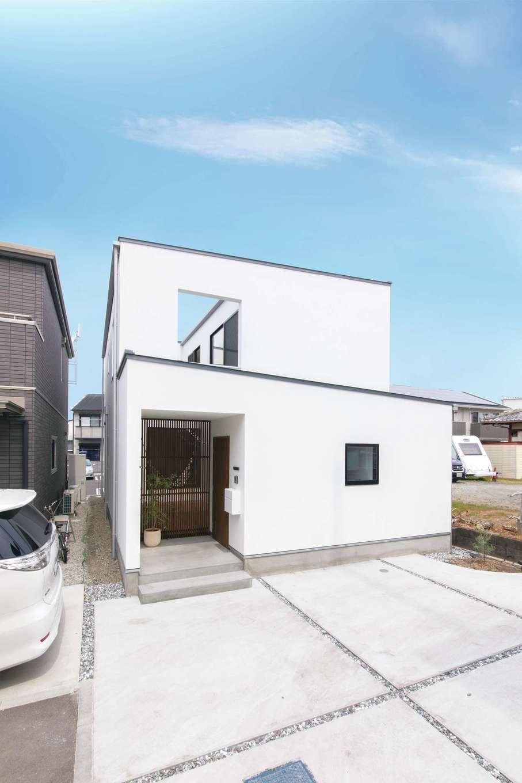 ソラマド静岡(オネストホーム)【デザイン住宅、子育て、収納力】シンプルな外観。外に向けた開口部が少ないので、プライバシーが守られる
