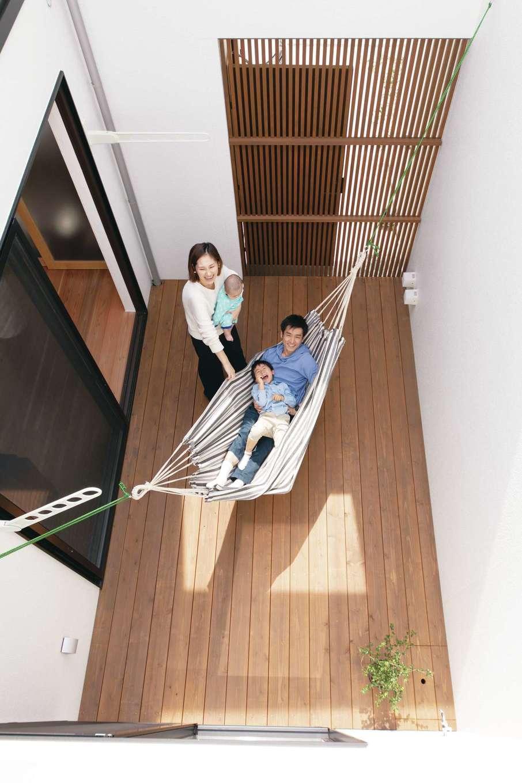 ソラマド静岡(オネストホーム)【デザイン住宅、子育て、収納力】「ソラマドデッキ」にハンモックを取り付ければ、家の中にリゾート空間が誕生。周囲の視線を気にせずに過ごせる