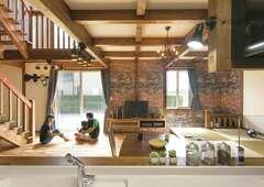 部屋ごとに木の色を変えた、遊び心満載のひのきの家