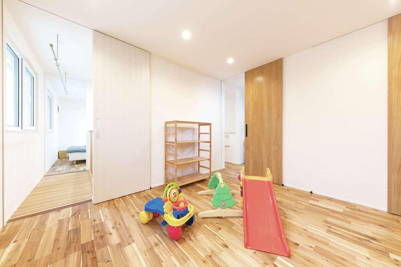低燃費住宅 静岡(TK武田建築)【子育て、省エネ、間取り】子ども部屋は成長に合わせて二間に分割可能。ここからキャットウォークを通って主寝室へとつながる