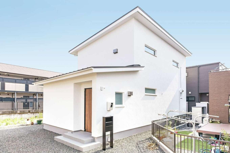 低燃費住宅 静岡(TK武田建築)【子育て、省エネ、間取り】外壁はメンテナンスフリーで、高い耐火性や耐候性を持つドイツ生まれの「アルセコ」を採用。シャドーチェックを実施し、日当たりを最大限に取り込めるよう建物を配置した