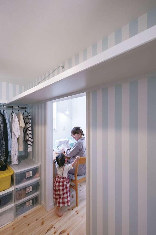 イーホーム【輸入住宅、狭小住宅、間取り】主寝室とウォークインクローゼットの間に家事室を配置。毎日の家事もスムーズに