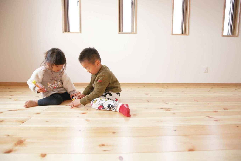 パインの床は足触りが柔らかく、子ども達にもやさしい