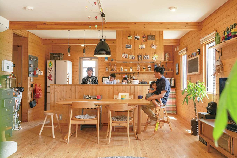 BESS浜松【子育て、収納力、インテリア】「人が集まる家に」という奥さまの要望で、家族や友人と一緒に立っても気にならない広さを確保したアイランドキッチン