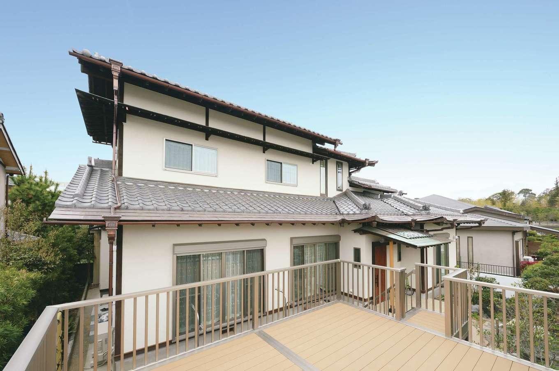 重厚な日本瓦はそのまま活かし、壁は塗り壁、窓は断熱樹脂サッシに変更