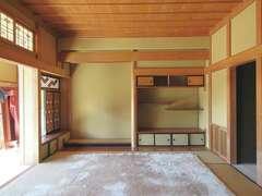 以前は最も日当たりの良い位置に二間続きの和室と広縁があった。ここにあった書院はリノベーション後も再利用している。