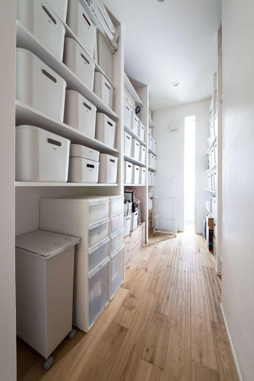 納得住宅工房【自然素材、平屋、インテリア】大好きな無印良品アイテムで揃えたサニタリーの収納。わかりやすさと取り出しやすさが、子どもたちの自主性を促す
