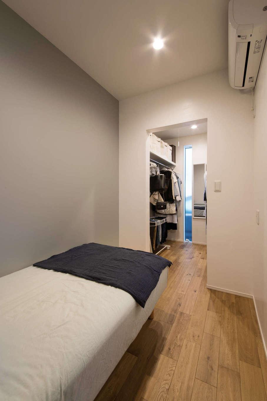 納得住宅工房【自然素材、平屋、インテリア】寝室には大容量のウォークインクローゼットを完備