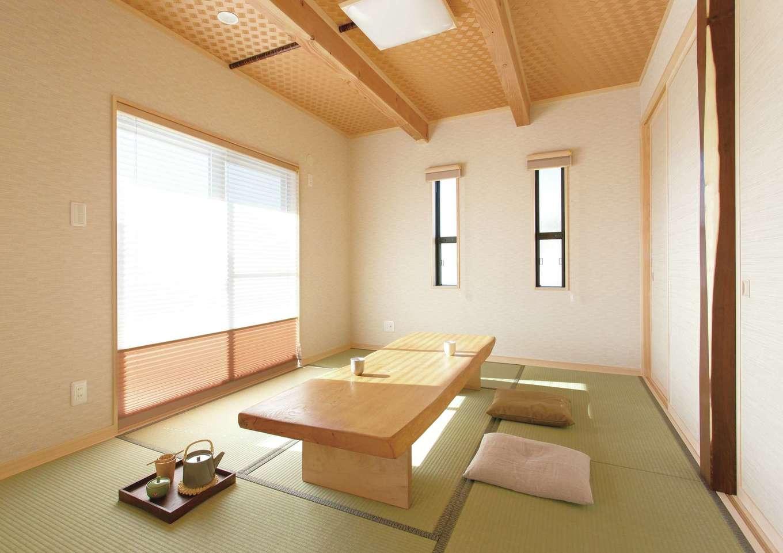 住まいるコーポレーション【デザイン住宅、自然素材、省エネ】6畳の和室。床柱は縁起が良いとされる「エンジュ」を使用。押入れも2間分設けたので収納力が抜群