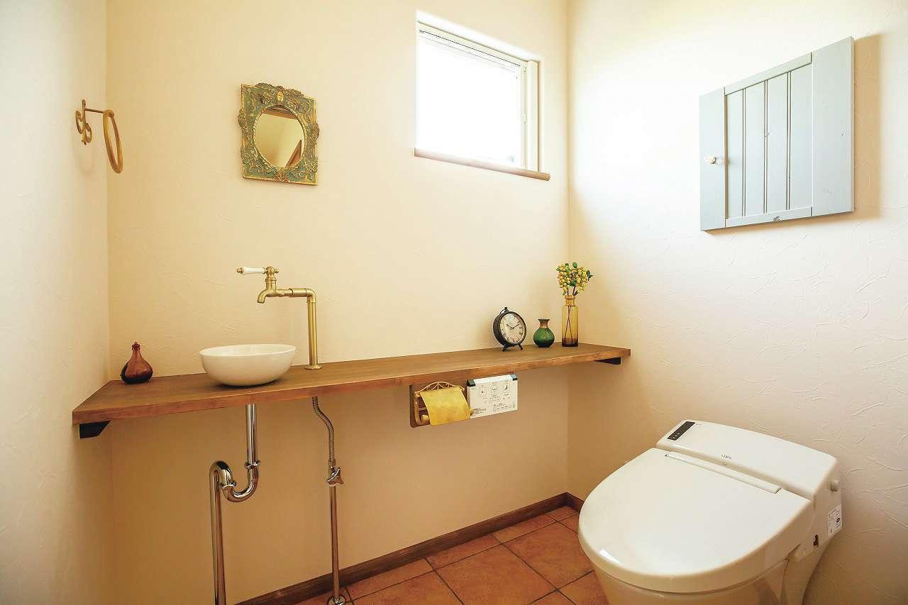 フェアリーホーム【デザイン住宅、輸入住宅、平屋】明るく清潔感のあるすっきりとした印象のトイレ