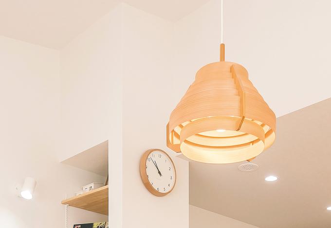 芹工務店 奥さまが選んだペンダントライトは「ヤコブソン・ランプ」。お気に入りの照明が、家で過ごす時間を楽しくする