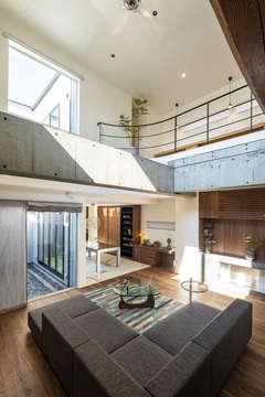 リゾート感覚で暮らせる天然素材のラグジュアリーな家