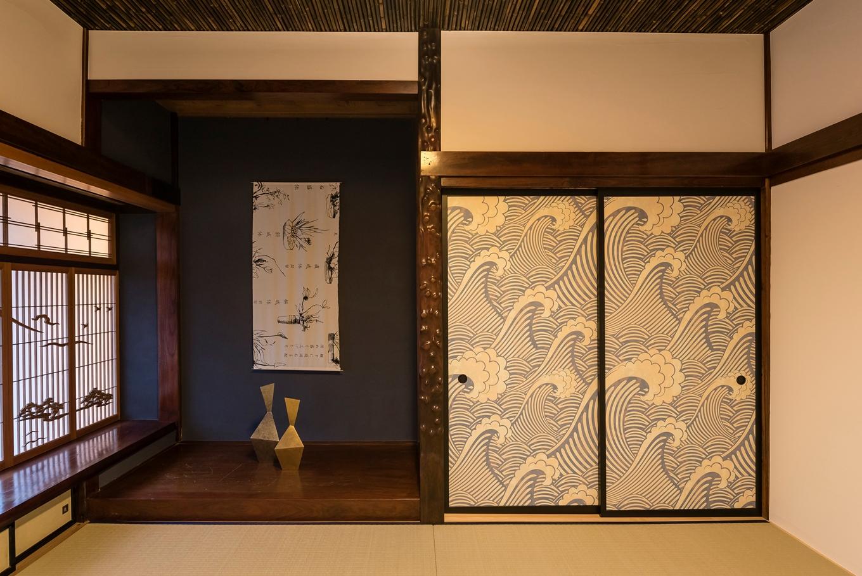 Hands Works(ハンズワークス)|一間に敷き直した和室にはマリメッコのテキスタイルを。日本家屋の意匠とも不思議にマッチする