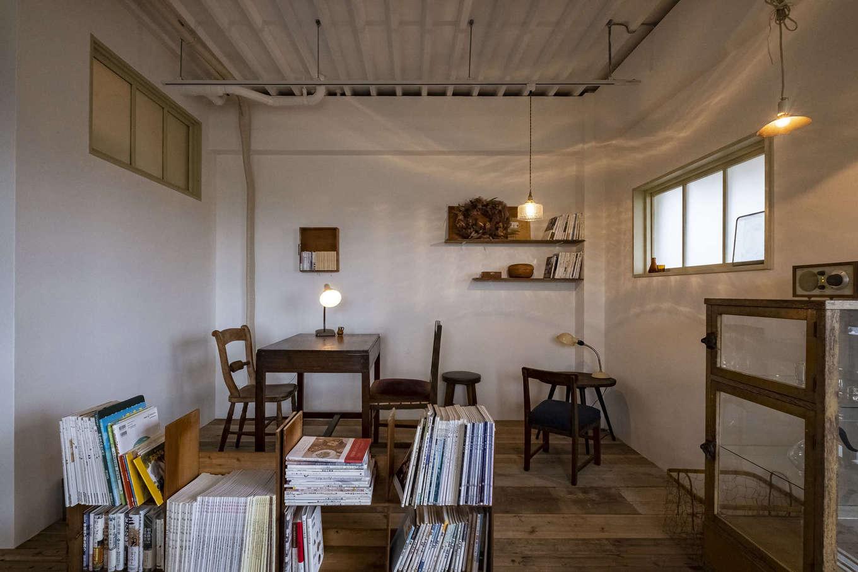 Hands Works(ハンズワークス)|造作の本棚で店内をゆるやかにゾーニング。居心地が良すぎて長居したくなりそう