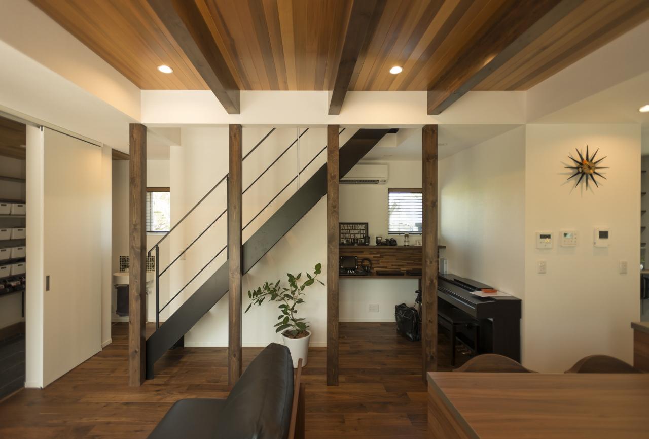 R+house 浜松中央(西遠建設)【デザイン住宅、趣味、建築家】建物をL字型と袖壁で構成することで、南西から北に抜ける風が家全体に通る