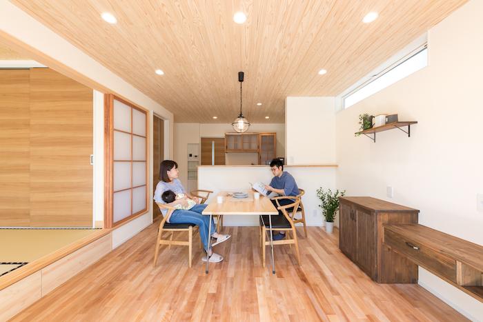 片川工務店【自然素材、間取り、ペット】室内はすべて塗り壁。窓を開けると家のどこにいても気持ちのいい風が吹き抜けるよう設計