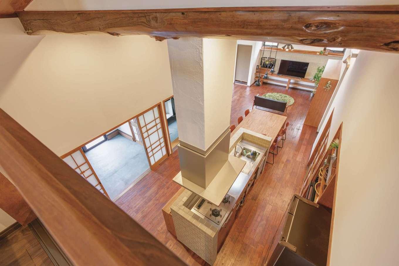 Ayami建築工房|ご主人の趣味部屋。大好きなモスグリーンのクロスがアクセントに。L字型のカウンターと収納棚は造作